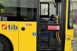 Nueve jóvenes agreden en Calvià a una conductora de autobús del TIB