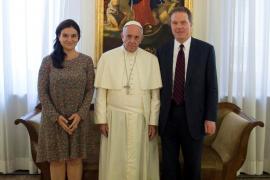 Dimiten los portavoces del Papa, Greg Burke y la española García Ovejero