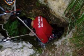 Una joven se precipita de 25 metros en Cura