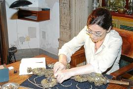 Las joyas de la Vera Cruz de la Seu, reflejo de «devoción y de la moda»