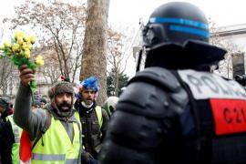 Detienen a un líder de los 'chalecos amarillos' en París