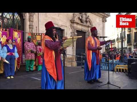 Los pajes de los Reyes recogen cartas y sueños en Palma