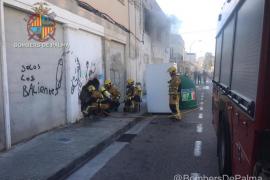 Extinguen un incendio en el antiguo cine Iris del Vivero