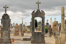 La exhumación en el cementerio de Llucmajor eleva a doce las fosas abiertas por el Govern