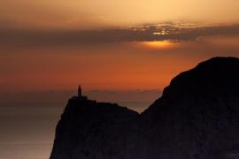 Sortida del sol al far de Formentor