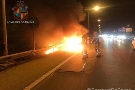 Un vehículo se incendia en la autopista de Llucmajor