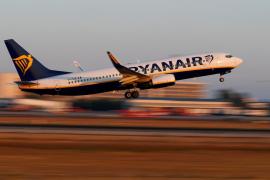 Ryanair afronta este martes la primera jornada de huelga de los de tripulantes de cabina
