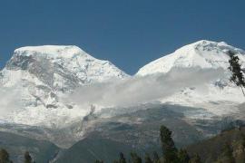 Tres españoles y su guía mueren en una avalancha en Perú
