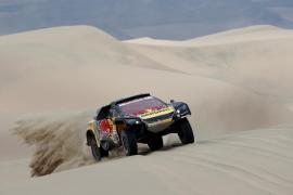 Loeb gana la segunda etapa del Dakar en coches, por delante de 'Nani' Roma