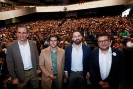 Vox exige al PP derogar de la ley de violencia de género y expulsar a 52.000 inmigrantes para pactar en Andalucía