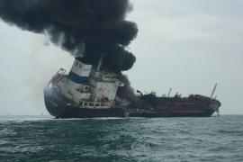 Fallece una persona y dos son dadas por desaparecidas tras una explosión en un petrolero