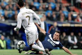 Benzema levanta de la lona al Real Madrid (3-2)