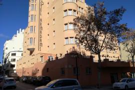Destroza la habitación de un hotel de Palma porque no funcionaba el aire acondicionado del spa