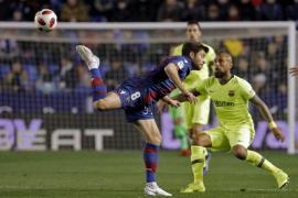 Un Levante consistente puso en apuros a un dubitativo Barcelona