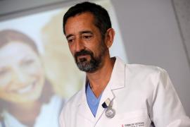 El doctor Pedro Cavadas reimplanta los dedos del pie a un niño