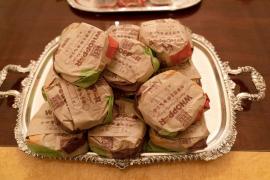 Críticas a Trump por dar hamburguesas en una recepción oficial