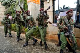 La policía afirma que la explosión en el hotel de Nairobi fue un ataque «suicida»