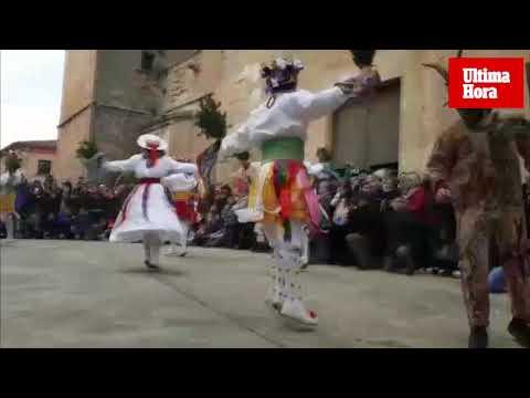 Algaida disfruta del baile de los 'cossiers' con motivo de Sant Honorat
