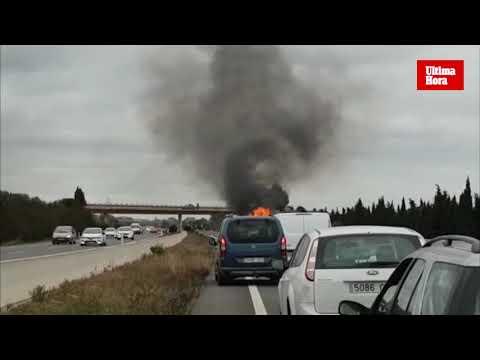 Un coche incendiado en la autopista de Inca provoca retenciones