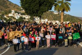 Vecinos marchan en apoyo de Julen, su familia y los rescatadores