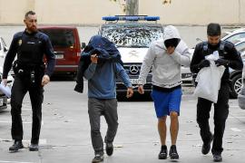 La banda de atracadores a taxistas robaba para sufragar sus fiestas