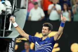 Djokovic avanza y Thiem cae en Australia