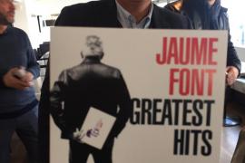 Font presenta su candidatura a las primarias del PI con un CD con sus grandes éxitos