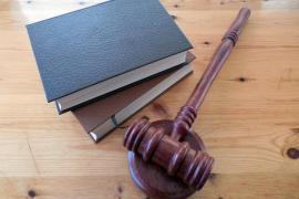 Archivado el caso contra el juez que llamó «bicho» e «hija de puta» a una denunciante de violencia machista