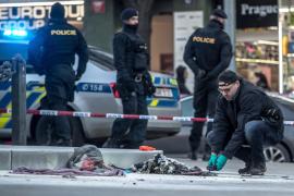Un hombre se prende fuego en el centro de Praga