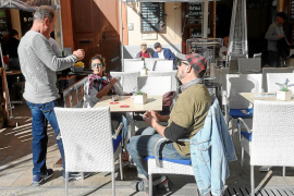 La hostelería de plaza del Parque resiste al invierno a pesar de la escasa actividad