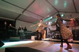 Baile al ritmo de swing y rockabilly