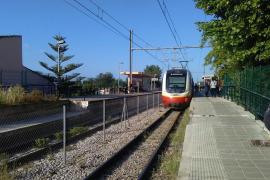 Herida muy grave una mujer tras ser atropellada por el tren en la estación de Consell