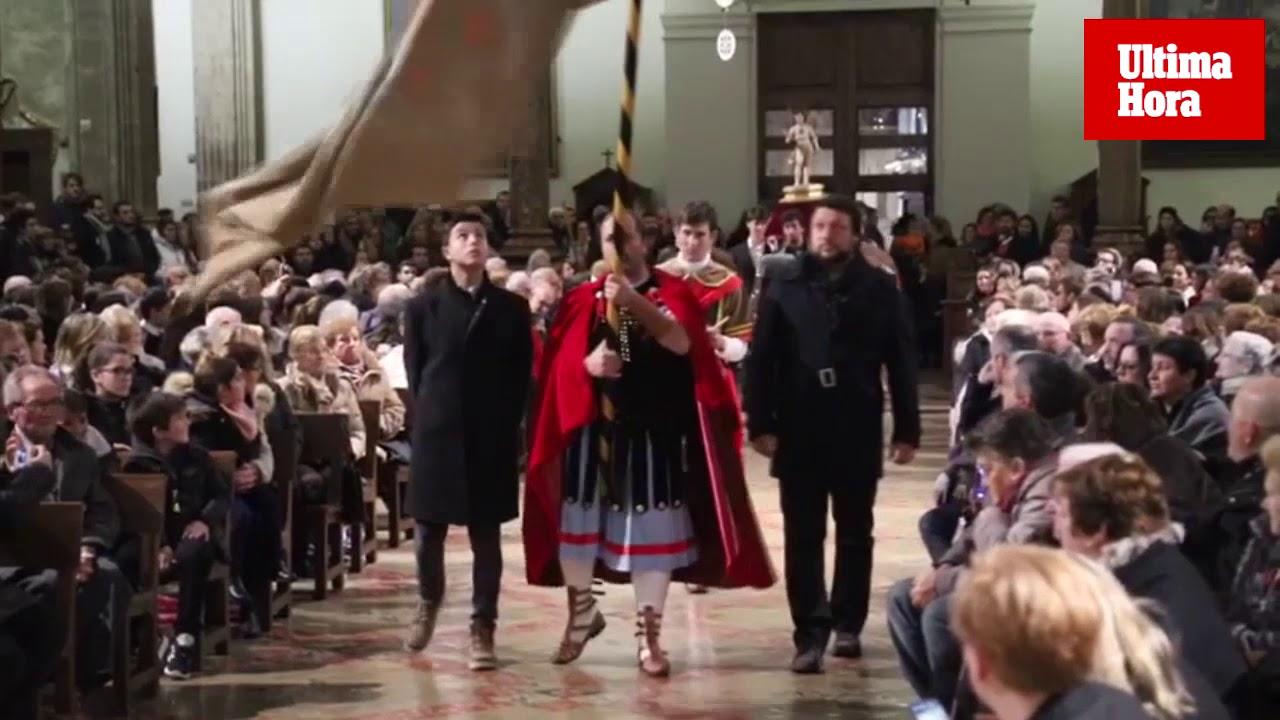 La lluvia obliga a trasladar el baile de los 'Cavallets' de Pollença a la iglesia