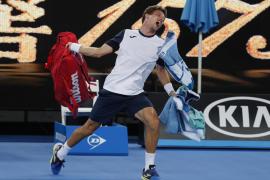 Carreño cae con polémica y Djokovic avanza