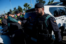 Un guardia civil resulta herido en las protestas de los taxistas en Barcelona
