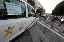 Cientos de taxistas madrileños pasan la noche a las puertas de Ifema