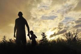 Reconoce a su hijo cuando tiene siete años y el TSJB le niega la baja de paternidad