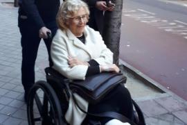 Carmena cenaba con Errejón cuando se le cayó una bandeja de empanadas y se rompió el tobillo