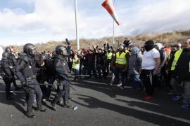 Los taxistas de Madrid colapsan los accesos a Fitur en una jornada con 11 heridos