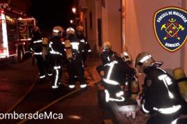 Alarma por el incendio de un coche en un garaje en Algaida