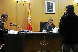 Dos años de prisión por agredir a un turista con un palo en Llucalcari
