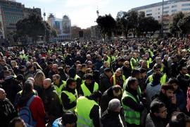 Termina la huelga del taxi en Barcelona y en Madrid se agravan las protestas