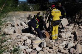 El simulacro de rescate por parte de la Unidad Canina de los Bomberos de Ibiza, en imágenes (Fotos: Marcelo Sastre).