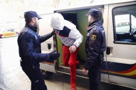 El pirómano detenido: De noche quemaba contenedores y de día robaba videojuegos