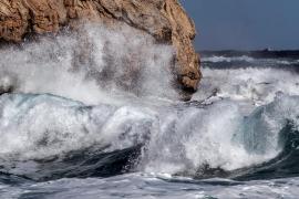Protección Civil alerta por viento en tierra y mar y avisa de nuevas nevadas
