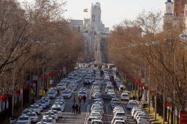 Los taxistas bloquean carriles de la Castellana en su séptimo día de huelga