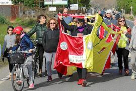 Un centenar de personas marchan hasta la estación para reclamar la vía verde entre Alaró y Consell
