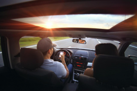 Conducir y hablar con el móvil será sancionado con 500 euros y 6 puntos