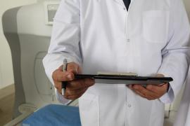 Suspendido un médico por diagnosticar a una paciente que «no estaba bien follada»