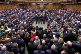 May logra una importante victoria al derrotar una enmienda que pretendía aplazar el Brexit